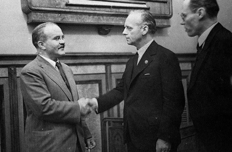 Министр обороны Польши заявил, что причиной Второй мировой стал «российско-немецкий союз»