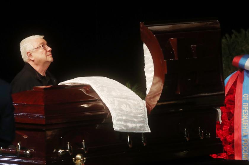 Поведение вдовы на прощании с актером Державиным удивило всех. Поклонники обратили особое внимание