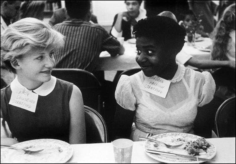 Вечеринка для белых и чёрных детей, Вирджиния, США, 1958 год. В 1958 году была законодательно отменена расовая сегрегация в школах США. было, история, фото