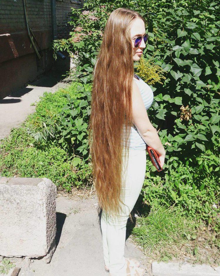 Картинки девушек с очень длинными волосами черные попки