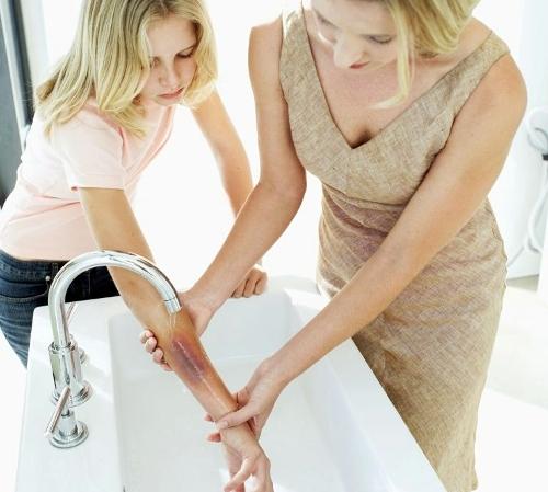Как оказать помощь при бытовых травмах