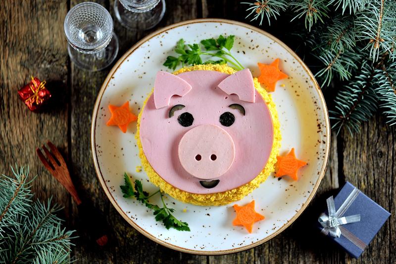 как сделпть оливье в виде свиньи
