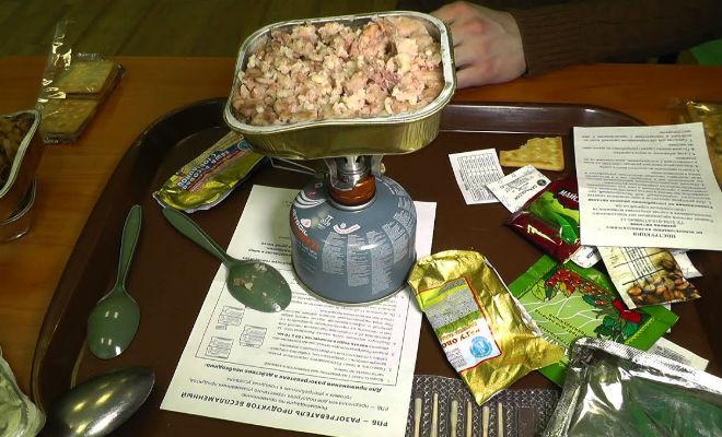 Консервированный хлеб солдат: открываем паек и пробуем