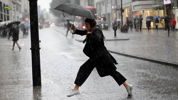 В Лондоне за 90 минут выпала месячная норма осадков – жители ужаснулись от расходов ИноСМИ