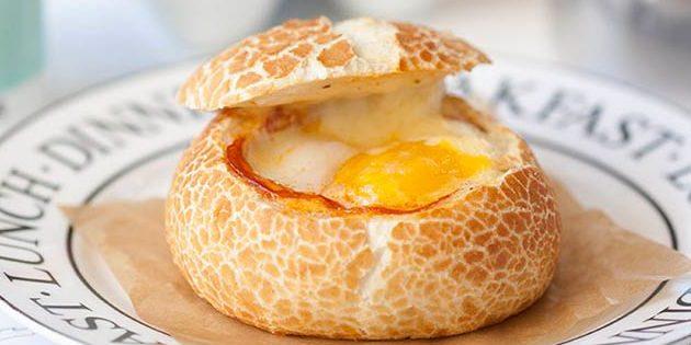 Рецепты из яиц: яйцо в булочке