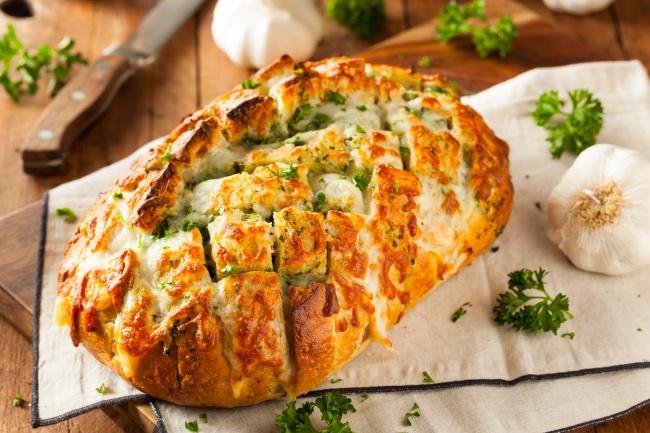 14 обалденных закусок из сыра для тех, кто плевать хотел на диету