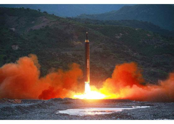 """Первый успешный запуск новой северокорейской БРСД """"Хвасон-12"""""""