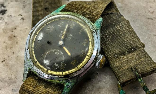 Часы времен Второй мировой пылились в чулане 70 лет. Мастер снял процесс реставрации и попробовал завести Культура