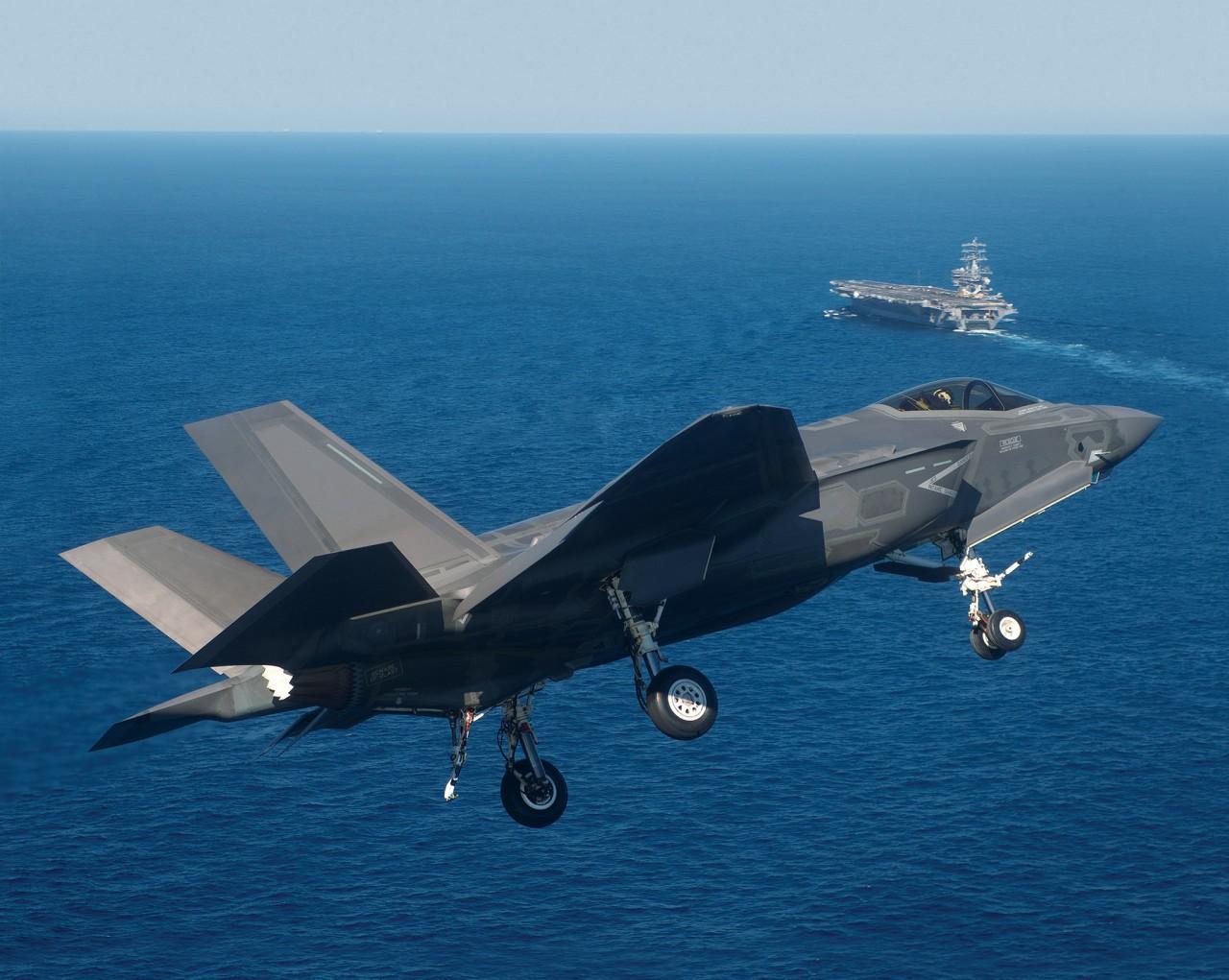 Истребители F-35C на «дядюшке Эйбе»