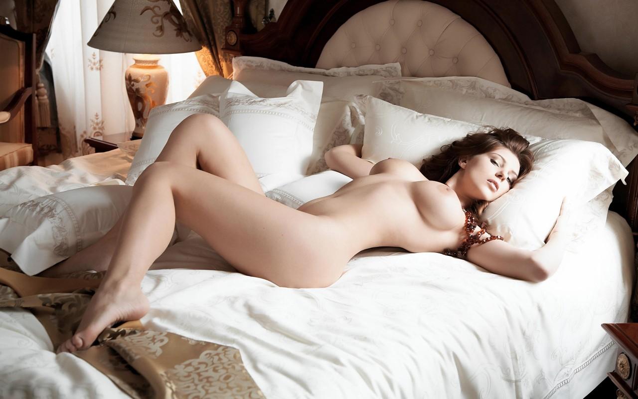 Спим голышом смотреть онлайн