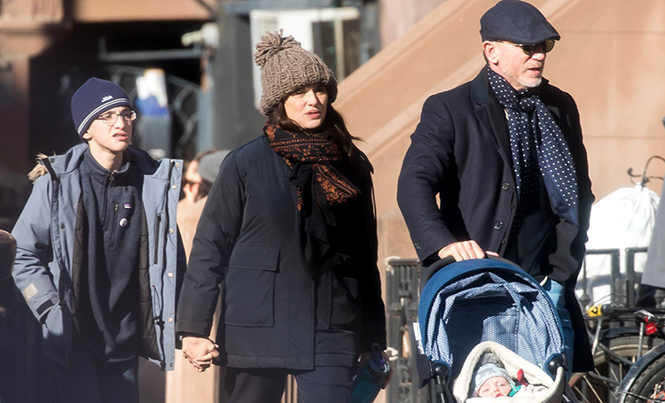 Рейчел Вайс и Дэниел Крейг впервые показали дочь Дети,Дети знаменитостей