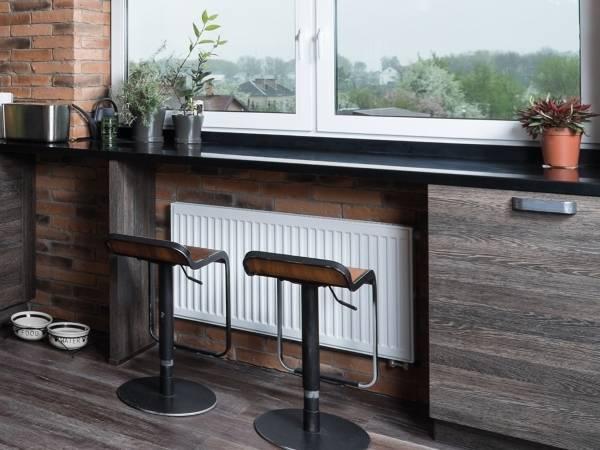 Барная стойка и обеденный стол вместо подоконника