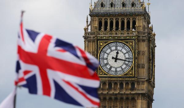 По правительству Великобритании нанесен мощный удар