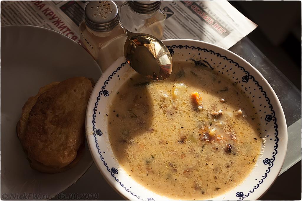 Сырный суп с фаршем грибами яйцом и молоком..