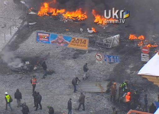 Кто еще скажет, что Майдан, это не сценарий революции? Оппозиция преподнесла всему миру якобы фото снайперов в Киеве, сделанные еще в 2010 в Бишкеке и заранее подготовленную жертву в виде армянского экстремиста! Прямо по сценарию!