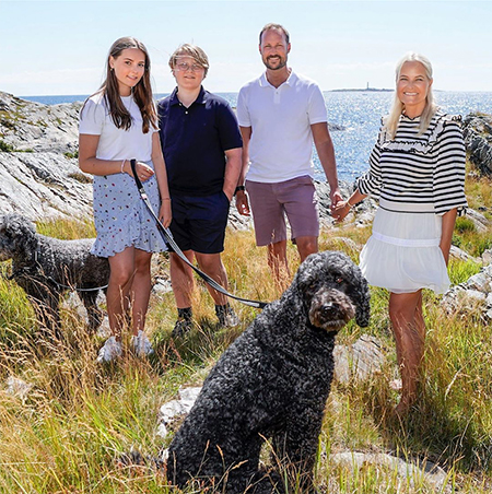 Принц Норвегии Хокон поделился семейными фотографиями по случаю своего дня рождения Монархи,Новости монархов