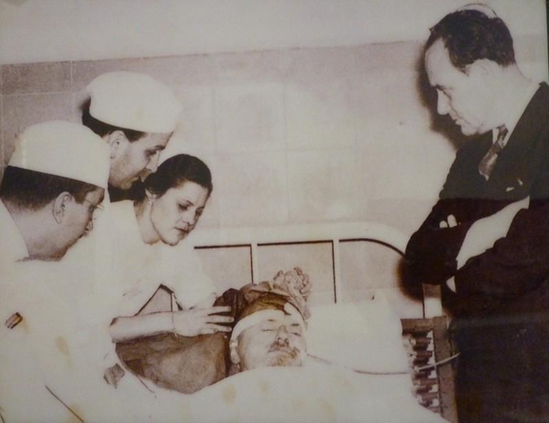 Лев Троцкий в больнице г. Мехико после покушения, август 1940 года. было, история, фото