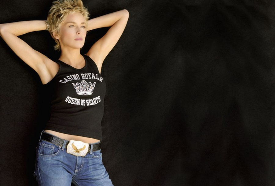 Может ли женщина за 50 носить джинсы?