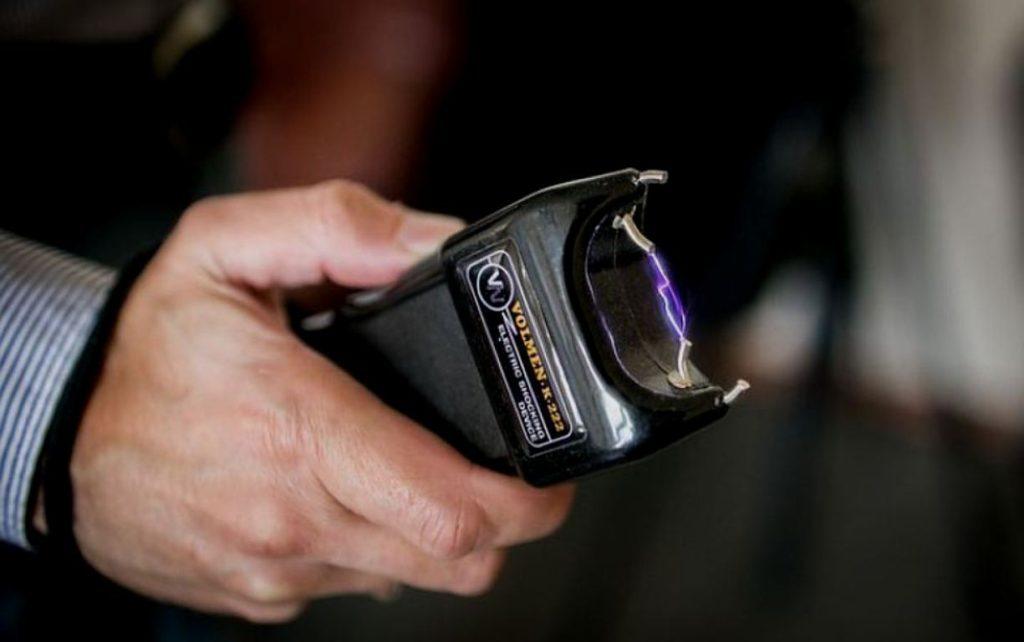 Какие средства самообороны можно законно возить в автомобиле? авто и мото,водителю на заметку