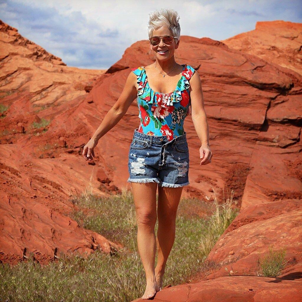 7 вещей, о которых лучше забыть женщинам 45+, чтобы не выглядеть неудачно станет, стоит, искусственным, приобрести, вышивкой, фигуры, выглядеть, женщина, достаточно, составить, безразмерной, блузе, одежду, окружающие, будет, подобные, рубашку, силуэта, чтобы, ручной