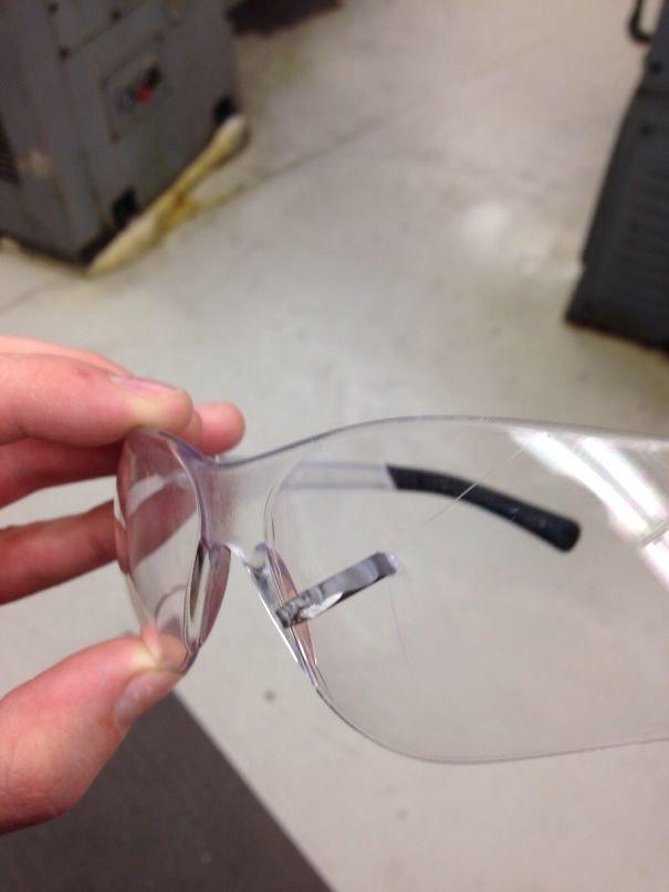 25. Защитные очки действительно спасают! беда, везение, катастрофа, люди, мир, опасность, удача, фото