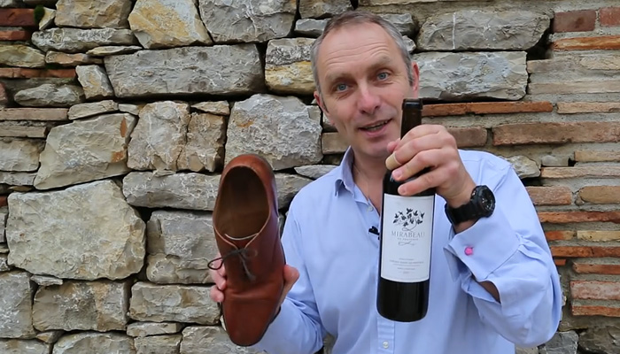 Как открыть бутылку вина без штопора, используя только ботинок