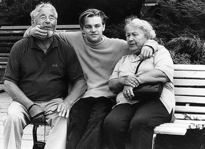 Леонардо ди Каприо с дедушкой и бабушкой | Фото: vesti-ukr.com