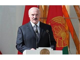 Лукашенко назло Кремлю меняет имидж, чтобы дороже продаться Западу