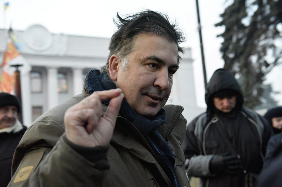 Саакашвили выбросил белый флаг - написал Порошенко