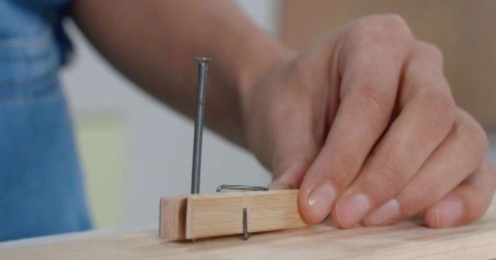 Как забить гвоздь и не попасть по пальцам