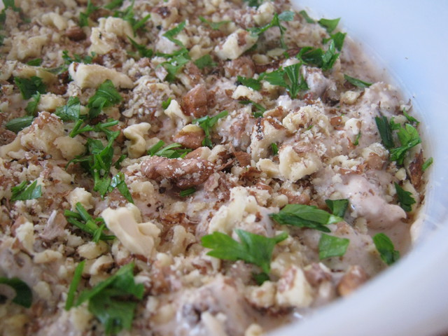 Салат с фасолью и сухариками — мужчины будут в восторге