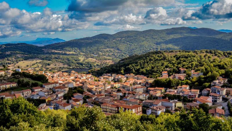Итальянский городок продает дома за один евро любому желающему. Но есть нюанс