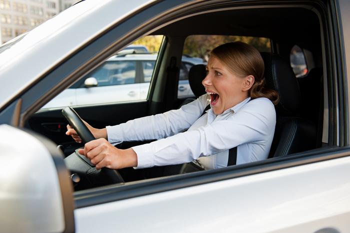 Как остановить автомобиль, если отказали тормоза?