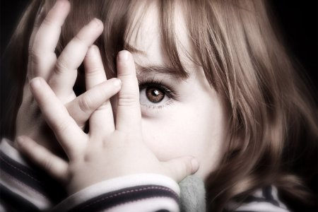 Ребёнок теряет зрение: эти тревожные симптомы должны знать все родители