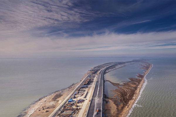 Минтранс рассказал о поэтапном запуске движения по мосту в Крым