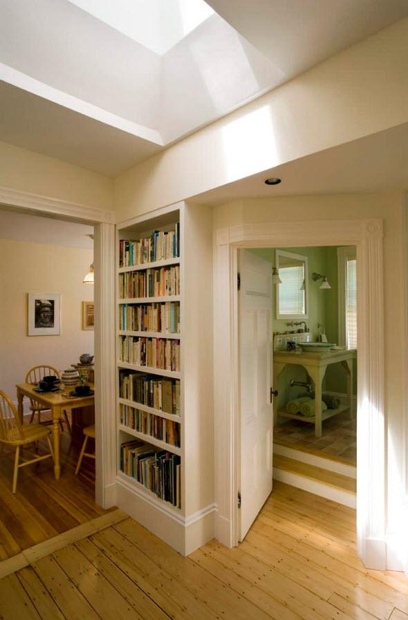Ниша для книг в коридоре