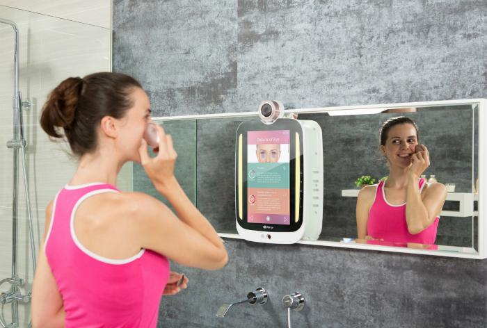 Интеллектуальное зеркало HiMirror Plus.