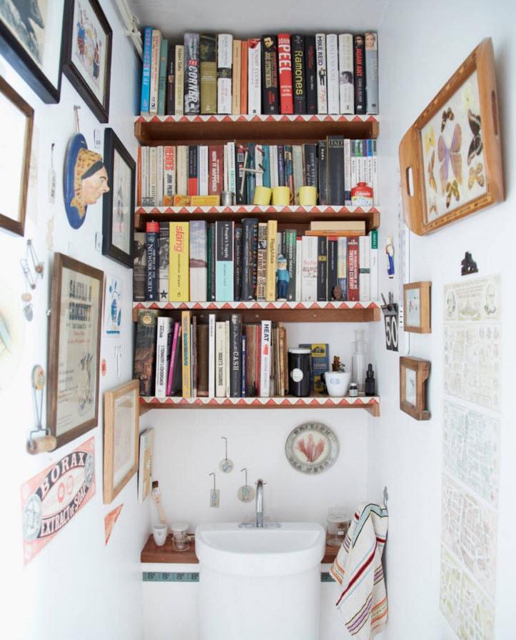 Книжные полки в туалете