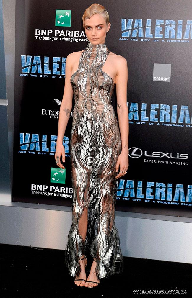 Кара Делевинь на премьере фильма «Валериан и город тысячи планет» в Голливуде, 2017 г.