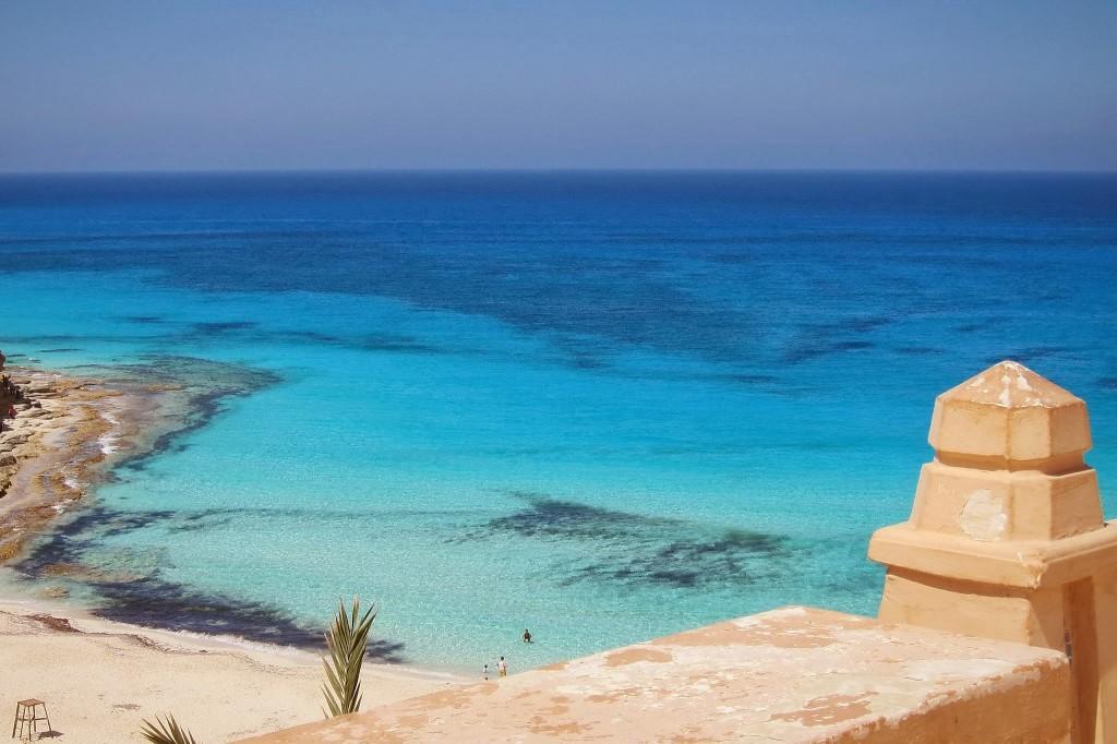 Красивый пляж Ageeba Beach в Египте
