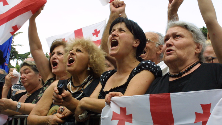 Шанс избавиться от сильного игрока: Политолог о массовых протестах в Тбилиси
