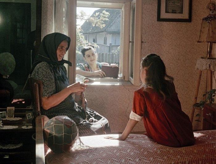 Все деревенские бабушки покрывают голову платком / Фото: m.fishki.net