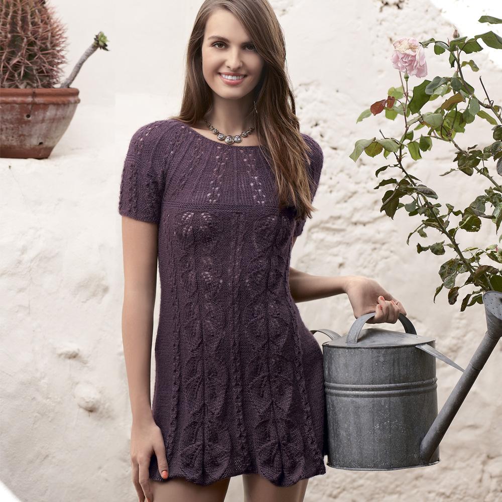 Платье с растительными узорами спицами