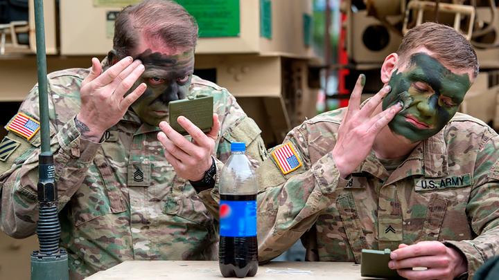 ГДЕ-ТО ХИХИКАЮТ ПЕТРОВ И БОШИРОВ. СОЛДАТ НАТО БЬЮТ В ПРИБАЛТИКЕ геополитика