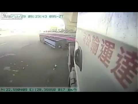Сумасшедший китайский мотоциклист