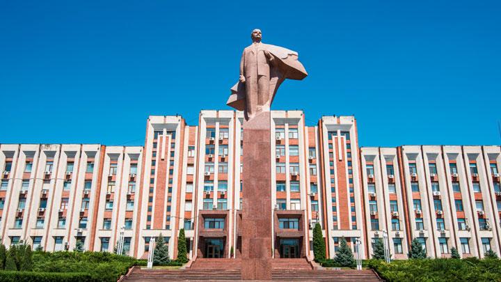 Россия впервые меняет режим на постсоветском пространстве. Вместе с Западом