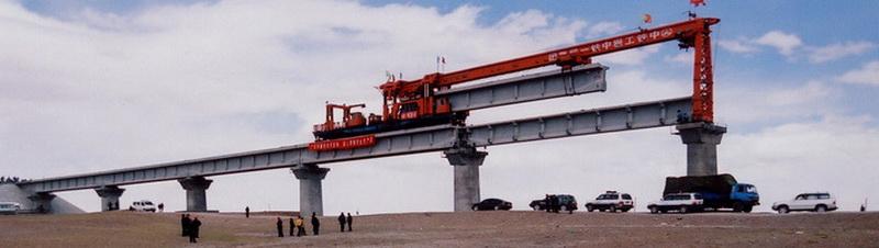 Строительство Цинхай-Тибетской железной дороги началось в 2001 году. Около 20 000 рабочих, одновременно начавших прокладку магистрали из обеих конечных точек (Голмуда и Лхасы), справились с ответственной задачей партии всего за пятилетку, потратив $3,68 миллиарда долларов. По официальным данным, при этом никто не погиб, даже несмотря на длительную работу в не самых комфортных для этого условиях.