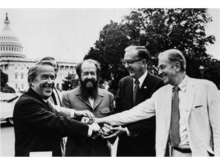 Наследие СССР или Солженицына: ложь оппозиции и самоубийство власти?
