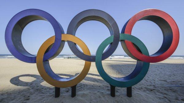 """Еще одно унижение: Спортсменам из России не позволят нести даже """"нейтральный"""" флаг"""