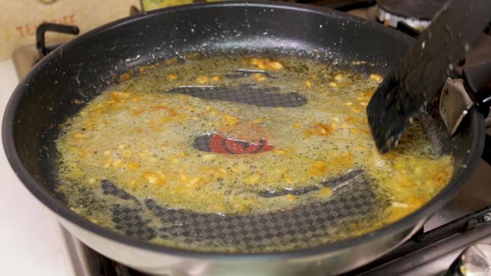 Жареные креветки в медово чесночном соусе закуски
